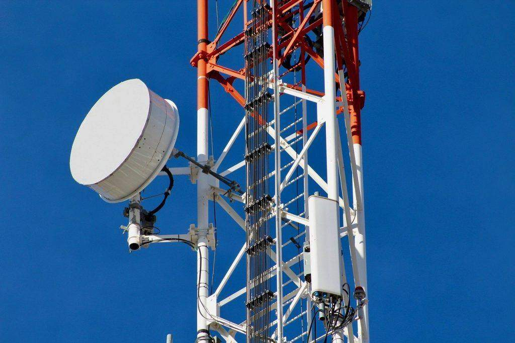 Benefits of Choosing Telecom Consultants Over Direct Sales Reps
