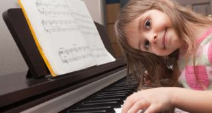 playing-piano-lessons