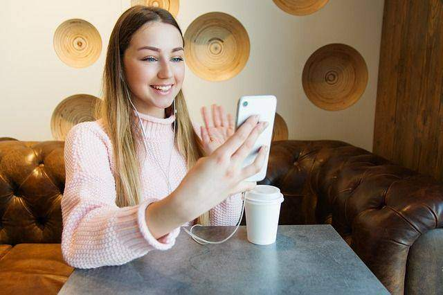 Making Video Calls and Group Video Calls in Whatsapp Messenger