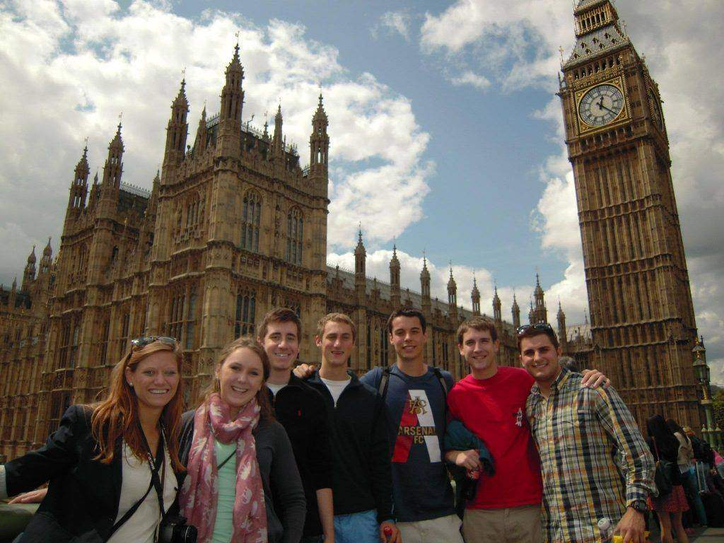 How Can the Students Manage Their Education While Studying Abroad?