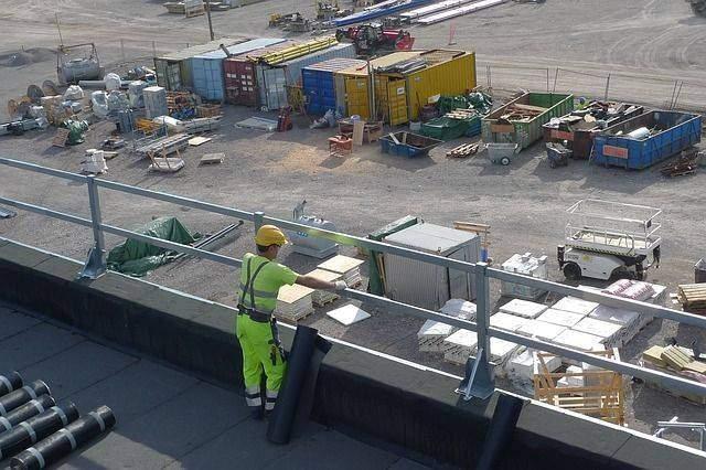 Roofing Materials – Asphalt versus Metal