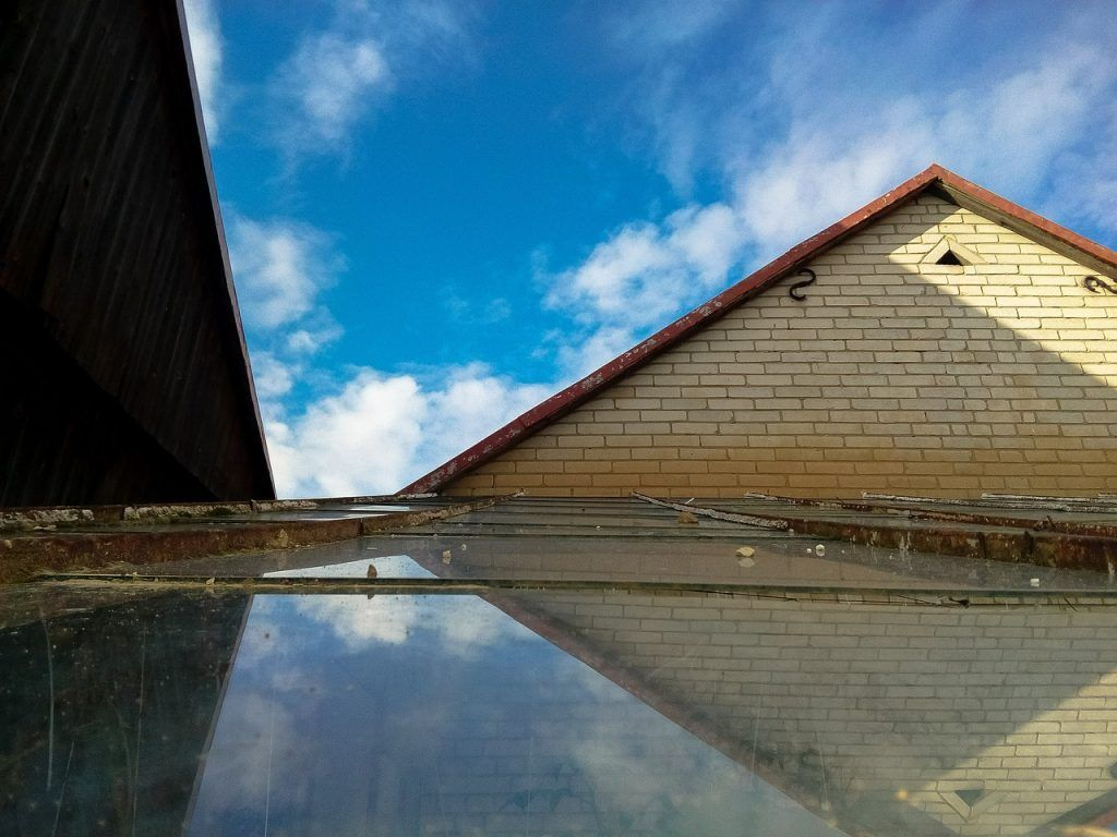 the-roof-of-the-2750745_1280