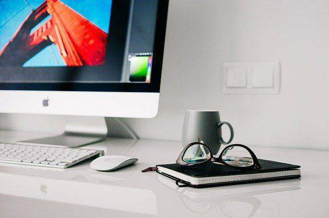 4 Ways to Personalize Your Desk and Make the Work Day More Interesting