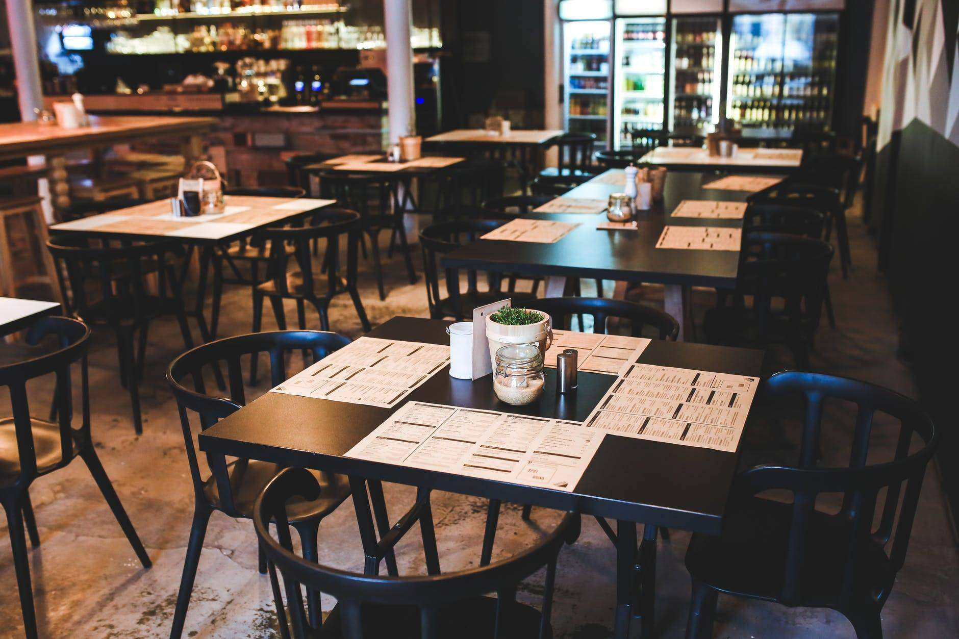 5 Ways To Make Your Bar or Restaurant Stand Out from the Crowd