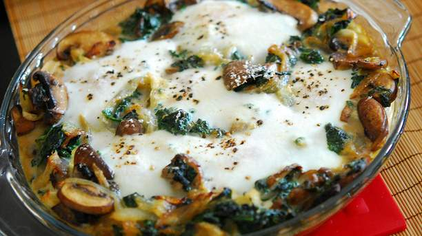 Baked Spinach with Mushroom and Cheese Sauce