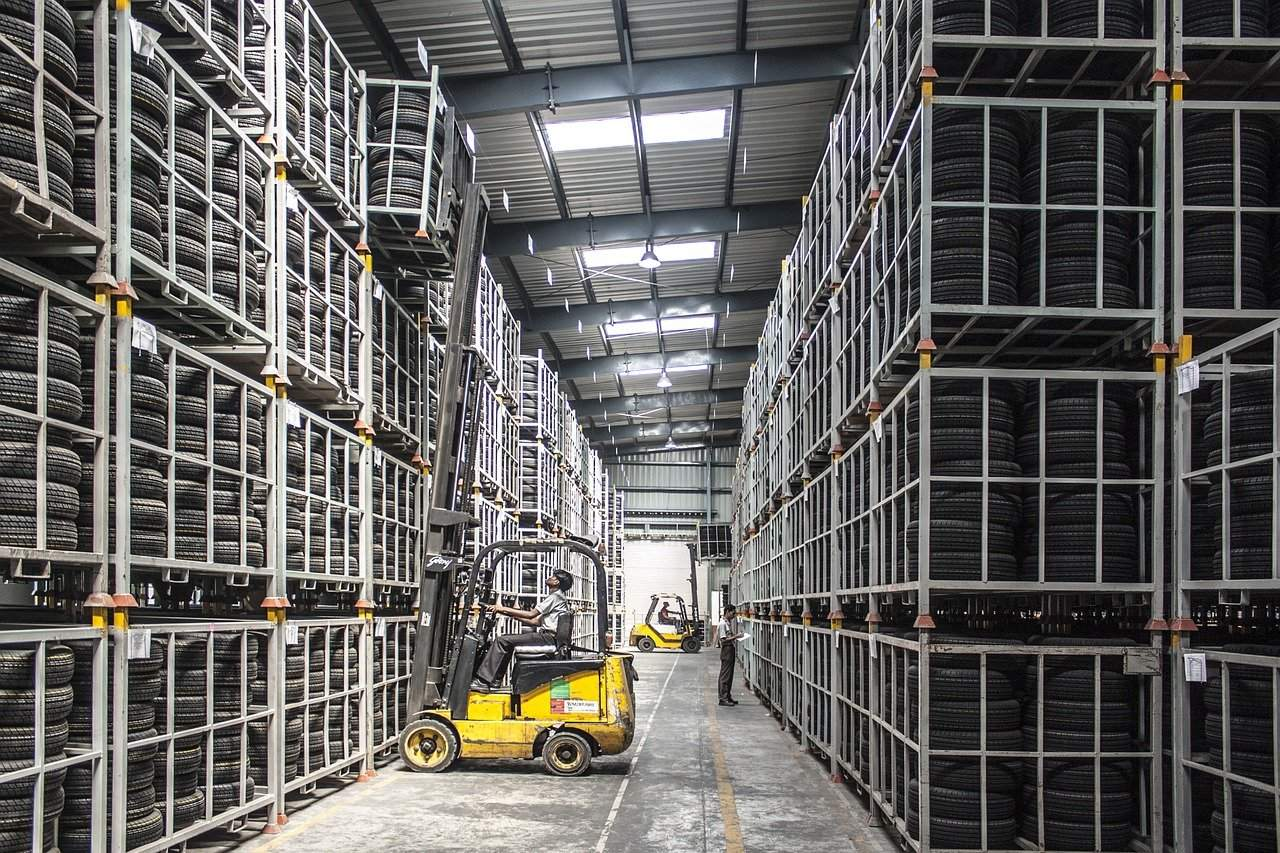 Seven Things to Consider before Leasing an Industrial Warehouse