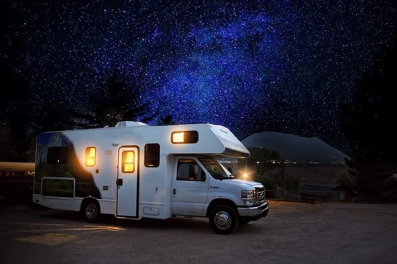 A Motorhome Driving Guide: Advice for Beginners