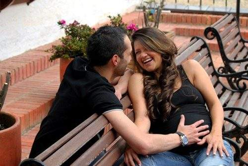 Different Methods To Make Your Pregnant Wife Feel Loved